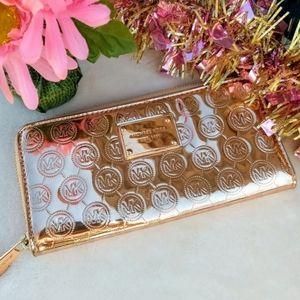 ✨Michael Kors Metallic Rose Gold Wallet